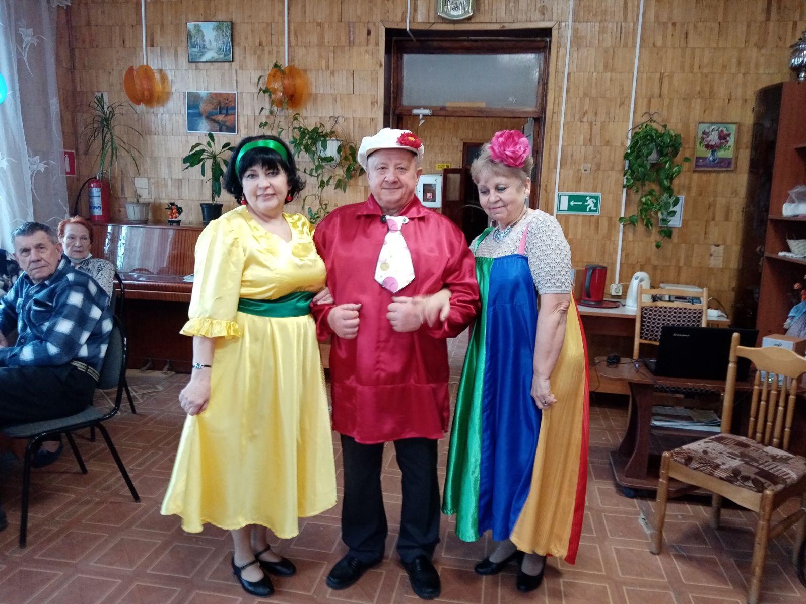 Получатели социальных услуг ГБУСО МО «Волоколамский центр социального обслуживания граждан пожилого возраста и инвалидов» провели праздничное мероприятие.