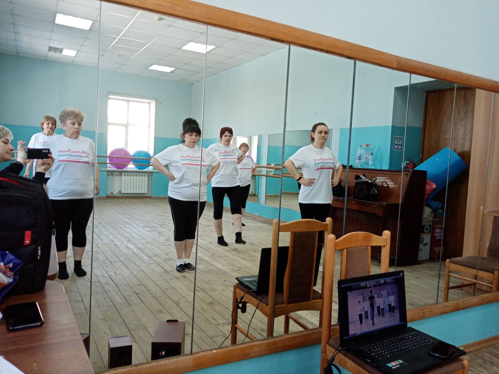 Пожилые дамы Волоколамского городского округа осваивают танец «джайв»