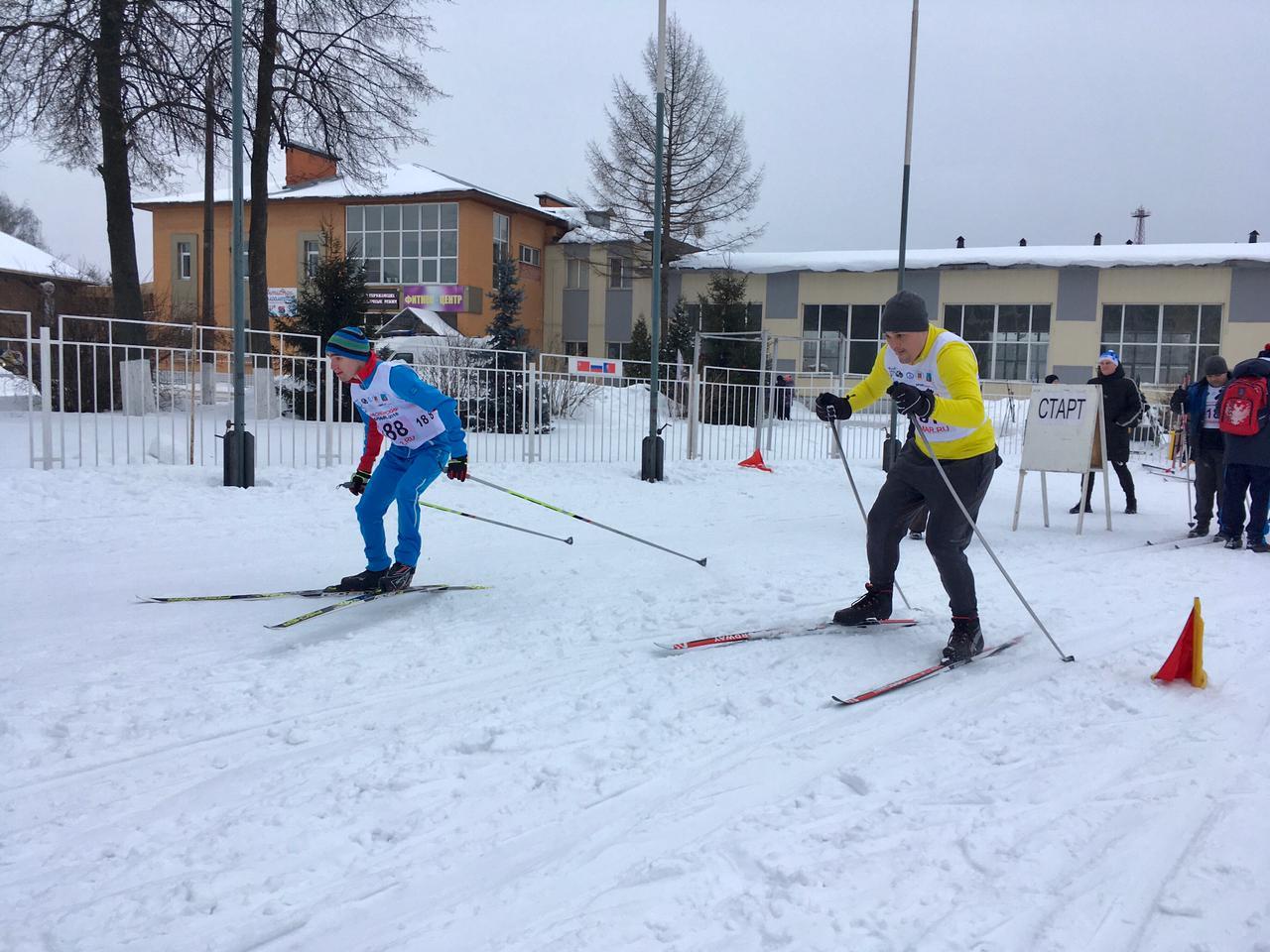 Регулярное участие в лыжных и скиджоринговых соревнованиях.