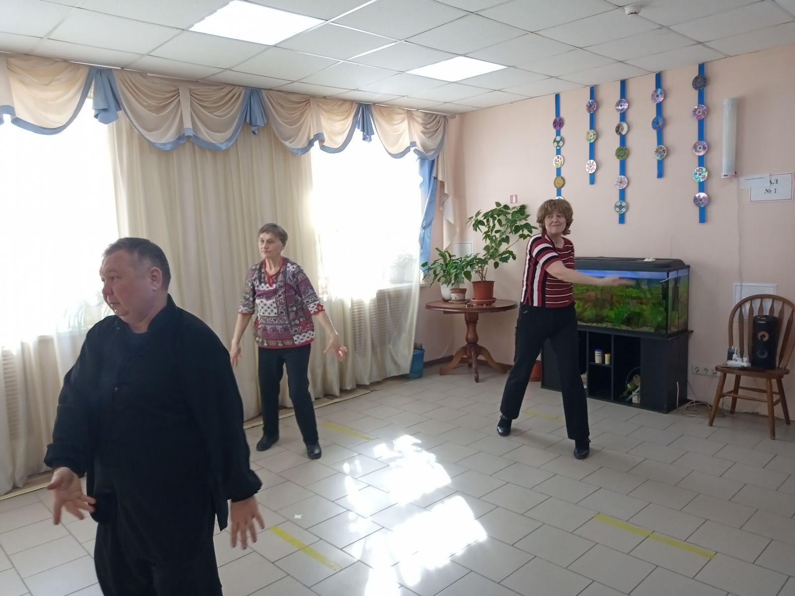 В Красногорском ЦСО возобновились занятия по дыхательной гимнастике цигун.