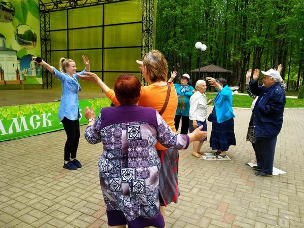 Танцы в парке — Активное долголетие