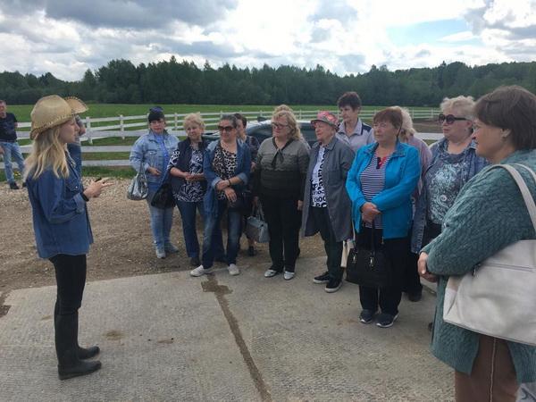 Пожилые граждане посетили ферму-парк «Козино» — Активное долголетие